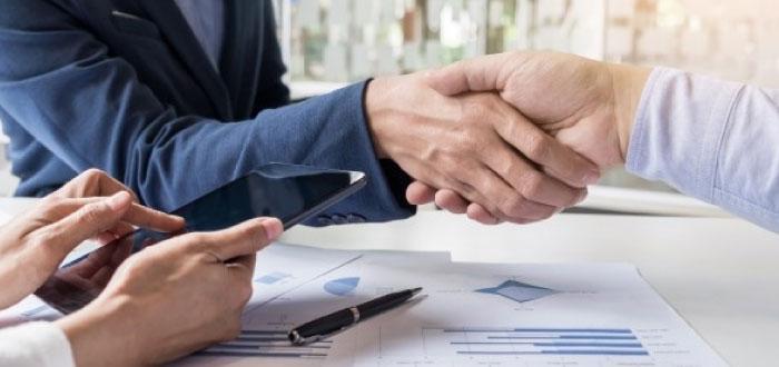 Nómina y costos de beneficios versus costos del contratista